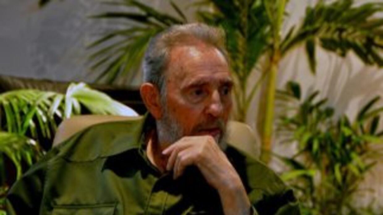 Tras cuatro años apartado de la vida pública, Fidel Castro reapareció en...