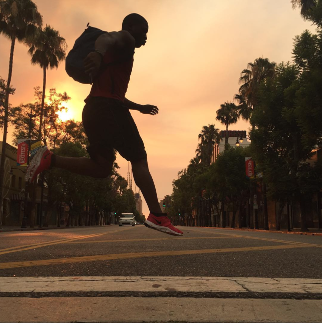 Las calles de Hollywood se pintaron de rojo.
