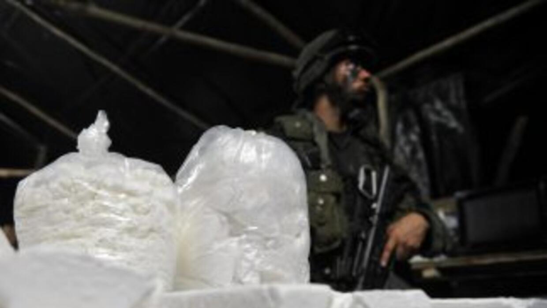 Agentes dominicanos antinarcóticos confiscaron un cargamento de 700 kilo...