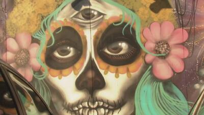 Dos muralistas hispanos cambian algunas calles de Santa Ana con pinturas sobre la cultura de México