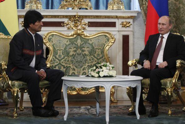 El mandatario boliviano regresaba de Moscú tras participar en una reunió...