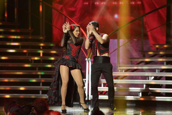 Catherine y el español Borja nos deleitaron con un flamenco pop....
