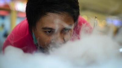 Adicción a cigarrillos electrónicos entre adolescentes, una epidemia que preocupa a las autoridades