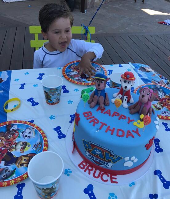 Bruce cumpleaños, hijo Satcha Pretto