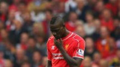 Balotelli se fue en cero ante Aston Villa y tuvo que ser sustituido.