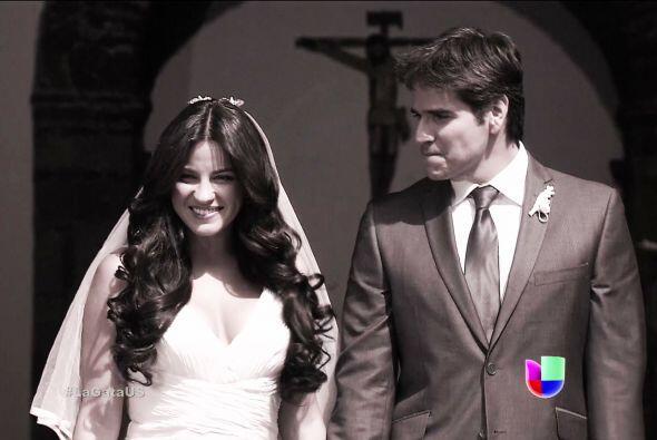 ¡Ya estás vestida de blanco Esmeralda! Y lo mejor... estás casada.