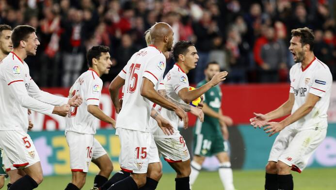 En el regreso de Guardado, Betis goleó al Sevilla en el derbi andaluz 63...