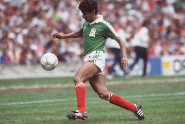 Esa misma temporada 88-89 otro mexicano arribó al fútbol ibérico para ju...