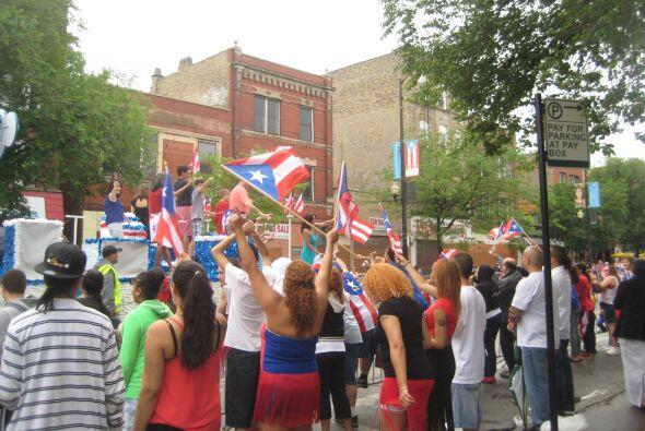 Boricuas se unen a celebrar gran desfile
