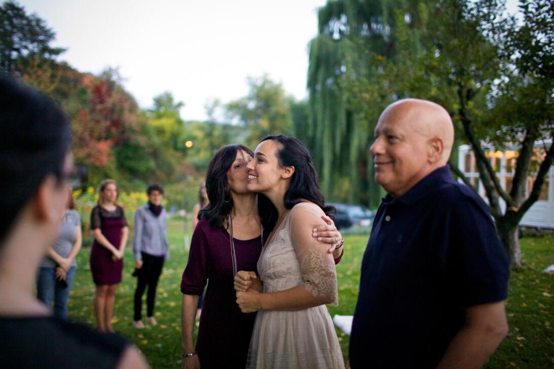 Howie y Laurel Borowick asistieron a la boda de su hija, la fotografa Na...