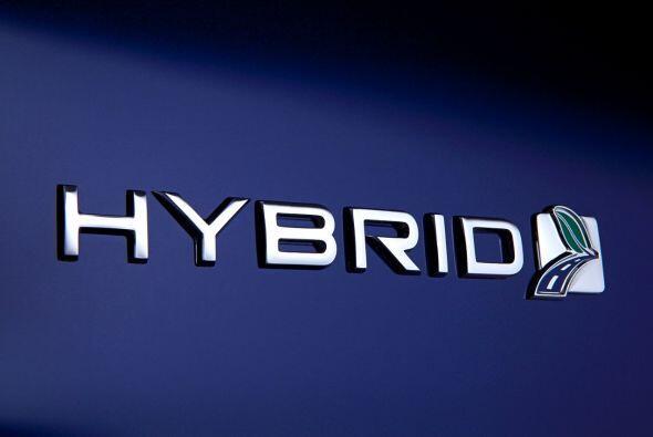 Ford Fusion Hybrid 2015-Su motor de gasolina I-4 Atkinson de 2.0 litros...