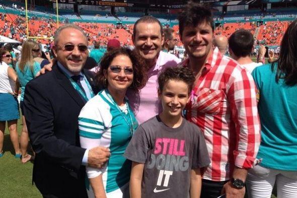 """""""Disfrutando con los #miamidolphins y el buen @PAULSTANLEYD Gracias @glo..."""