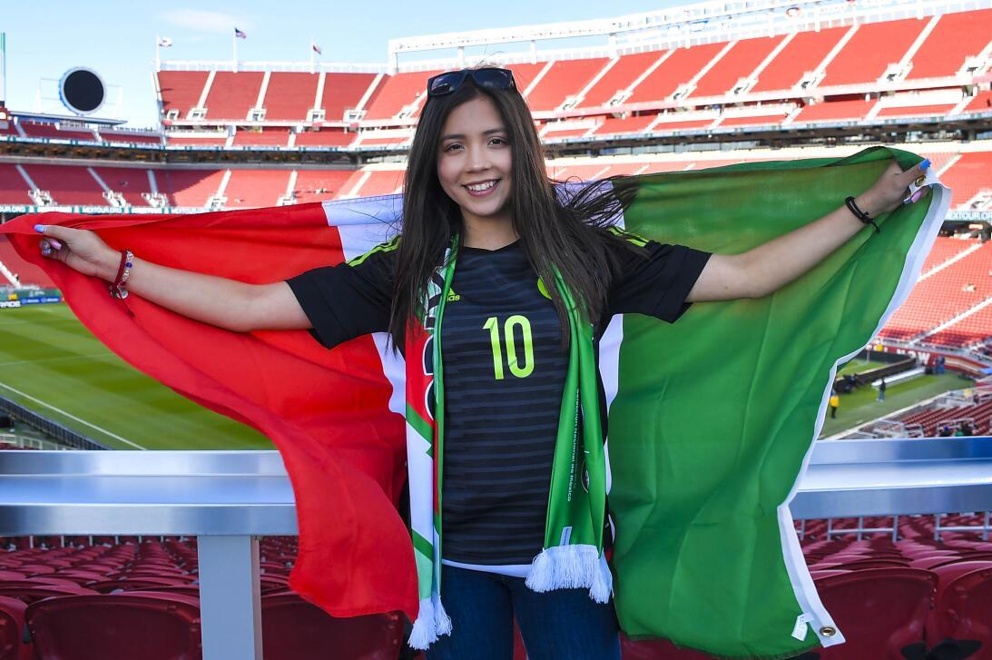 Belleza mundialista del 'Tri': las fanáticas de México contra Islandia i...