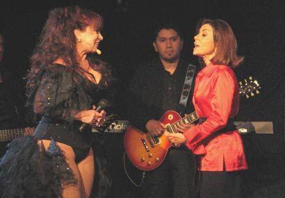 A la jueza Cristina Pereyra le di mucho gusto encontrarse con Iris Chacón.