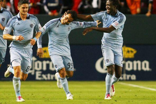 Gran debut de Omar Bravo en la MLS, anotó dos goles en el triunfo...