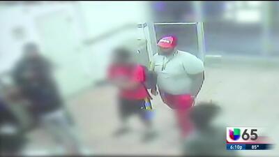 Revelan imágenes de vigilancia de un robo violento a un restaurante