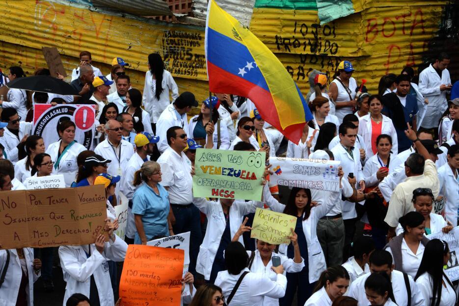Médicos de diversas regiones del país también han exigido al gobierno qu...
