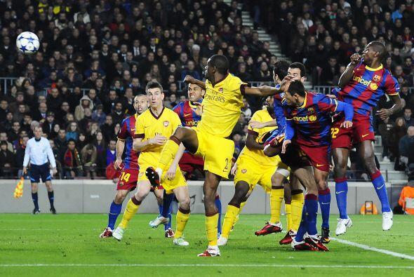 Los españoles no corrieron con suerte y Sergio Busquets marcó en su prop...