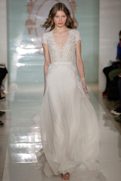 Como la parte superior del vestido está cargada de detalles lo ideal es...