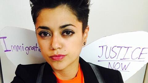 Laura Minero portó su camisa con simbología del movimiento...