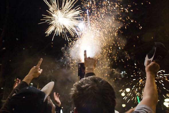 La alegría llegó a su punto más álgido cuando los fuegos pirotécnicos il...