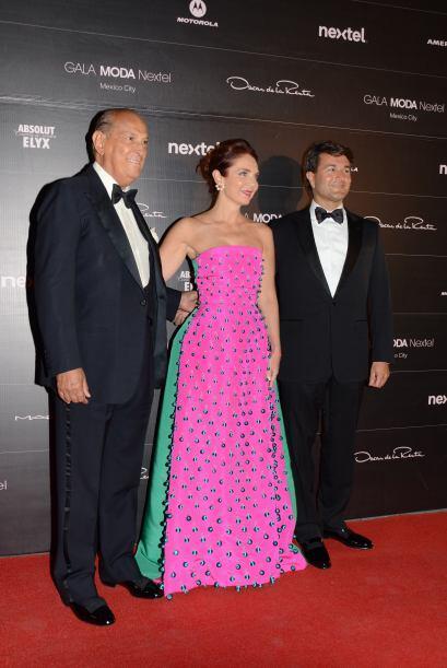 Obviamente el diseñador Oscar de la Renta tenía que posar en la alfombra...