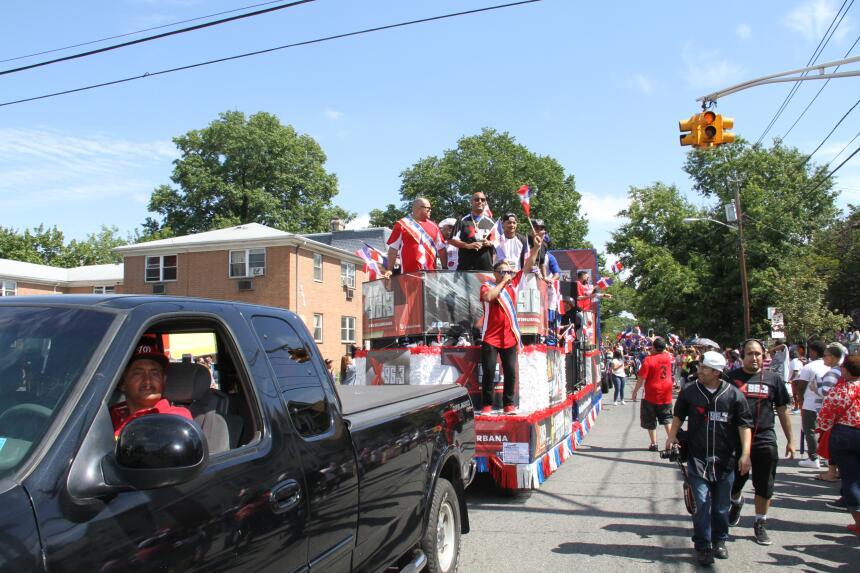 Celebra La X en el Desfile Dominicano en NJ IMG_1927.JPG