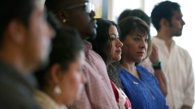 Salvadoreños, en el limbo por demora del gobierno para renovar los permi...