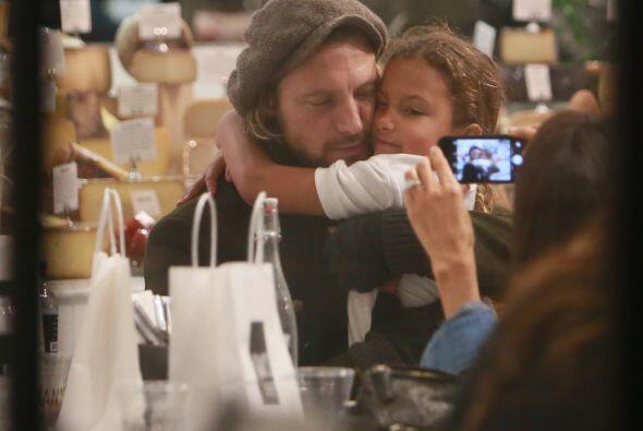 Pero qué tal abrazar y llenar de besos a papa.