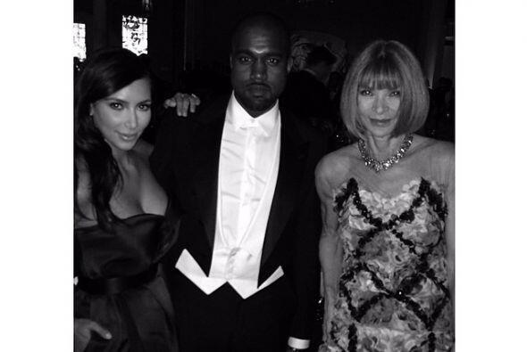 Durante la gala Kim no dejó pasar la oportunidad de tomarse fotos...