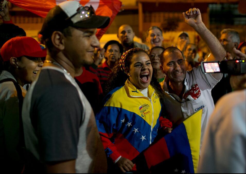 La oposición logra una contundente victoria en Venezuela AP_875120927517...