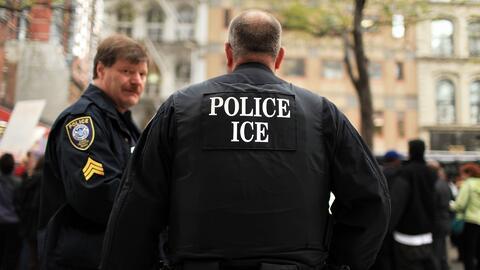 Concejo de Phoenix, Arizona, ratifica que policías locales no actuarán c...