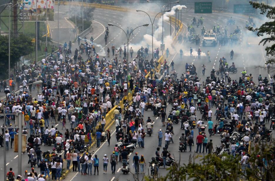 En fotos: Pese a la represión de las autoridades, continúa la protesta o...