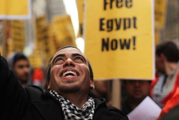 En tanto, la tensión en Egipto no ha cesado. El ejército egipcio resguar...