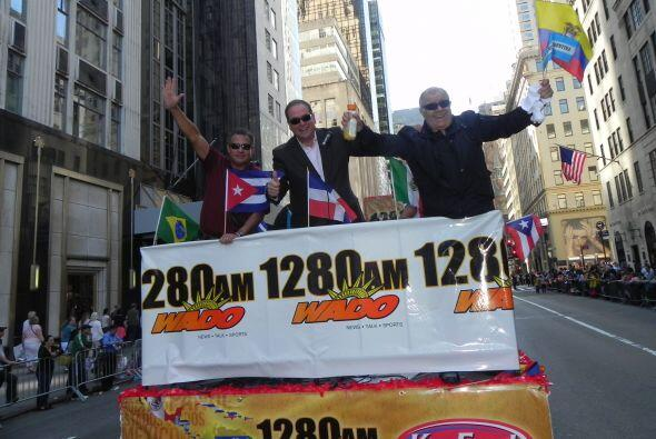 WADO 1280 en el desfile de la Hispanidad 31d28def9e0441f78d9386d3ee1f994...