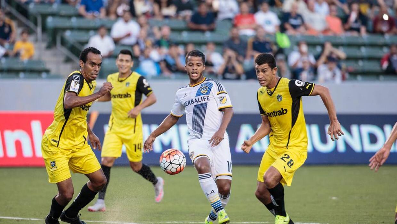 Giovani dos Santos jugando ante Comunicaciones