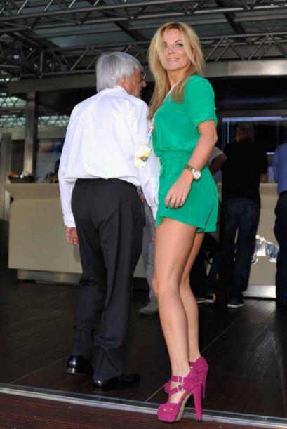 Geri Halliwell y Bernie Ecclestone durante una visita a la Red Bull ante...