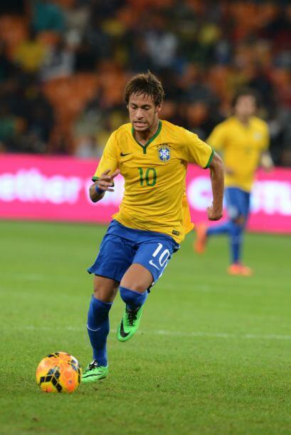 Neymar:El astro brasileño dejó a un lado los looks excentr...