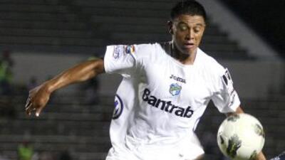 El defensa Carlos Castrillo fue uno de los autores de los tres goles con...