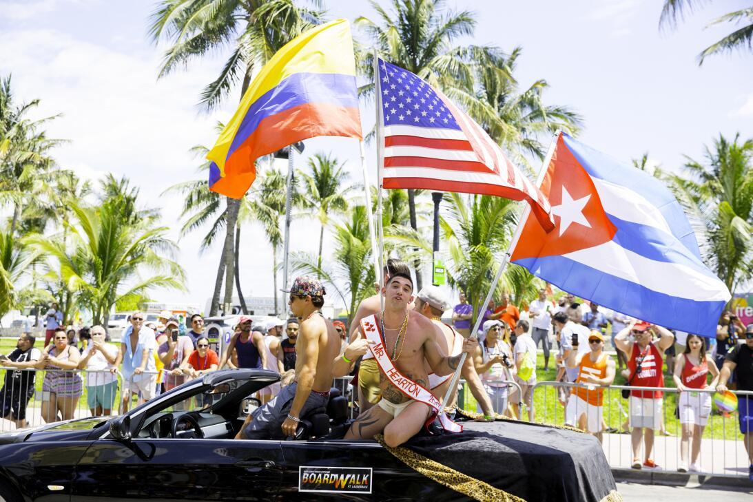 Pero además de mostrar el orgullo LGBTQ, muchos participantes aprovechar...