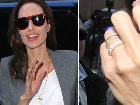 La actriz fue captado en Nueva York, luciendo su anillo de compromiso. &...