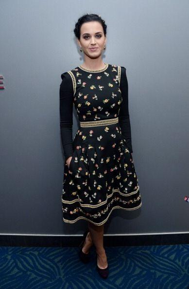 ¿Qué les parece este 'look' menonita en Katy Perry?, ¿tremendamente horr...