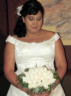 La novia, también muy nerviosa, estaba lista para hacer su entrad...