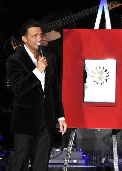 """Luis Miguel recibió la """"Dalia de Plata"""", reconocimiento que el..."""