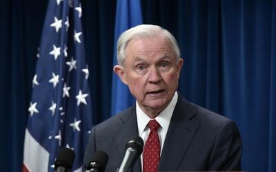 """Jeff Sessions: """"Estados Unidos tiene el derecho de controlar quién entra..."""