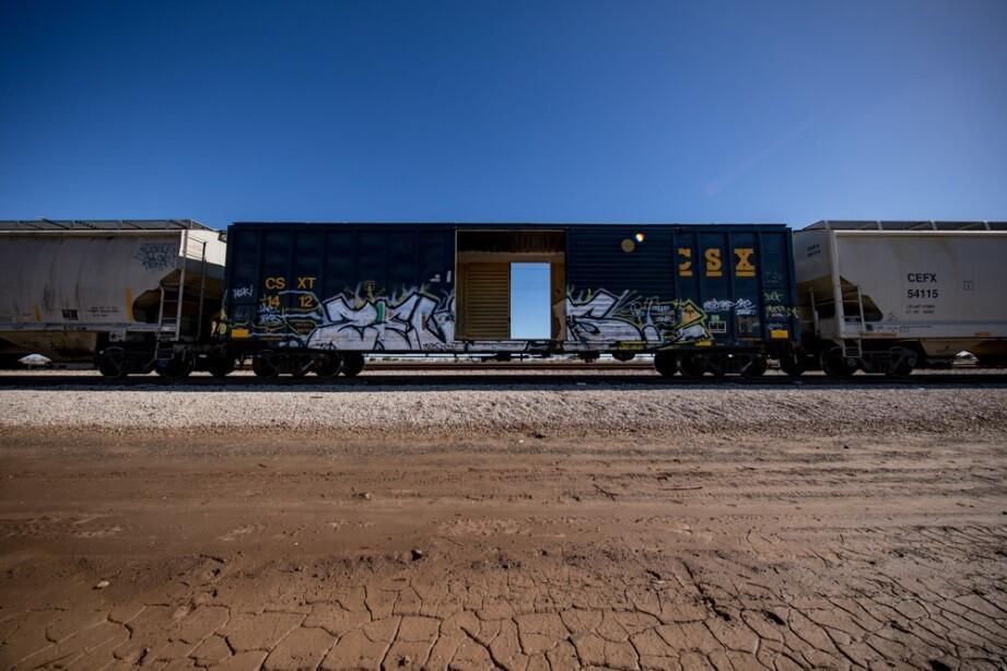 Vista exterior del tren estacionado en El Centro, California, donde se o...