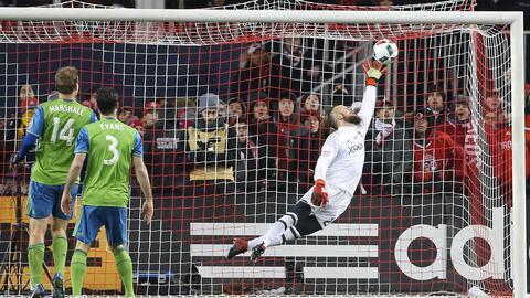 Stefan Frei ataja cabezazo de Jozy Altidore MLS Cup 2016