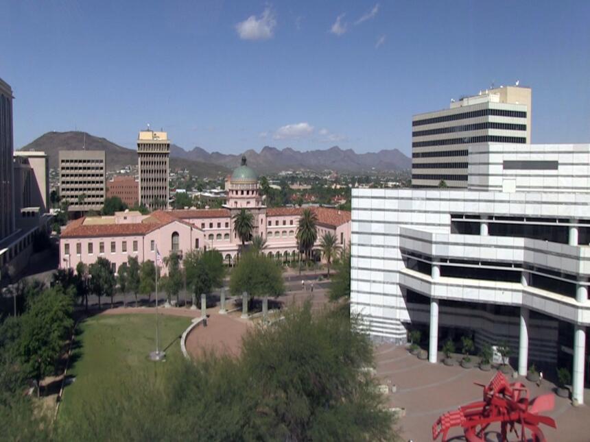 Ciudad de Tucson aprueba resolución para proteger a los inmigrantes Tucs...
