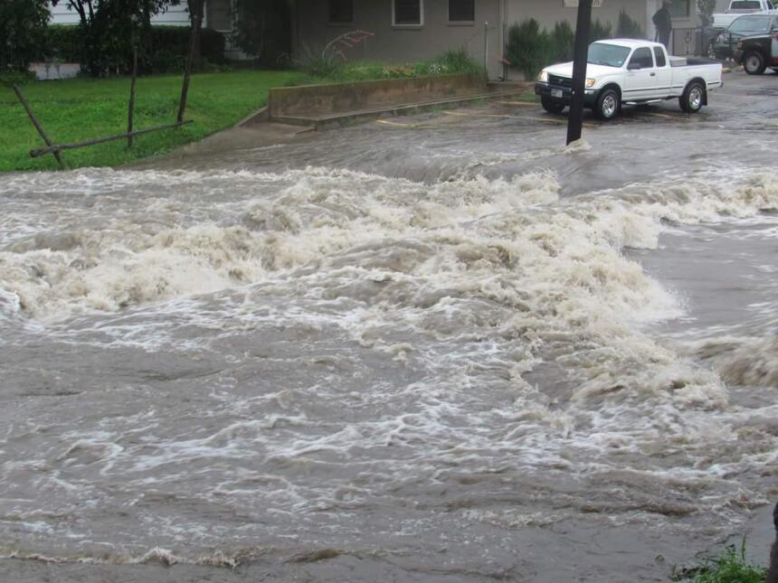 En Cleburne, al suroeste de Dallas, varias calles, pasos a desnivel y pa...