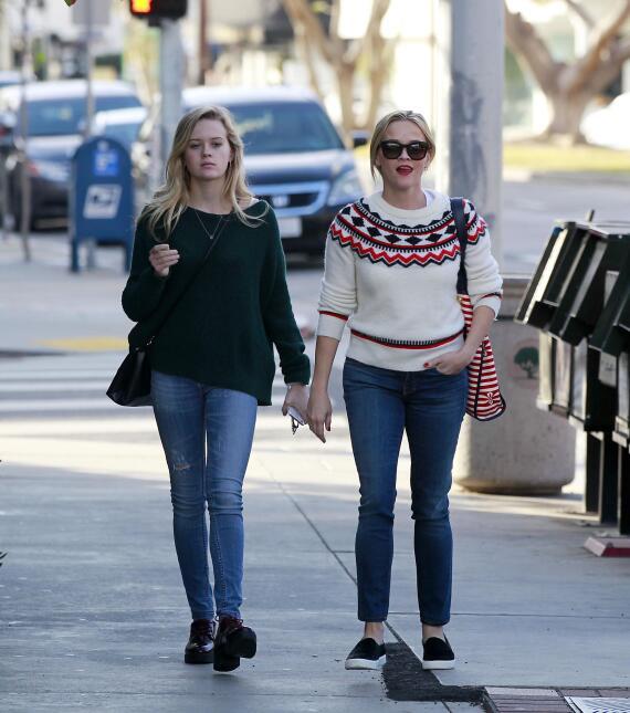 Reese y su hija, se ven freaky una junto a la otra PR_RWAHID151214_23.jpg